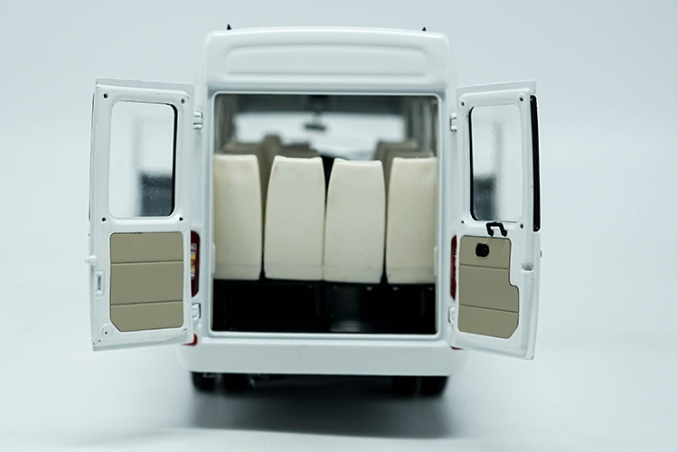 1:24 Diecast Model for NAVECO IVECO Power Daily 2015 White MPV Alloy Toy Car Miniature Collection Gifts Van (Alloy Toy Car, Diecast Scale Model Car, Collectible Model Car, Miniature Collection Die-cast Toy Vehicles Gifts)