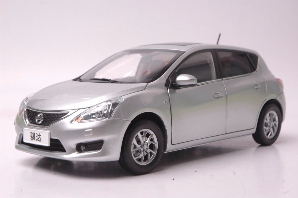 1:18 Diecast Model for Nissan Tiida Versa Latio 2012 Silver Hatchback Alloy Toy Car Miniature Collection Gift Pulsar (Alloy Toy Car, Diecast Scale Model Car, Collectible Model Car, Miniature Collection Die-cast Toy Vehicles Gifts)