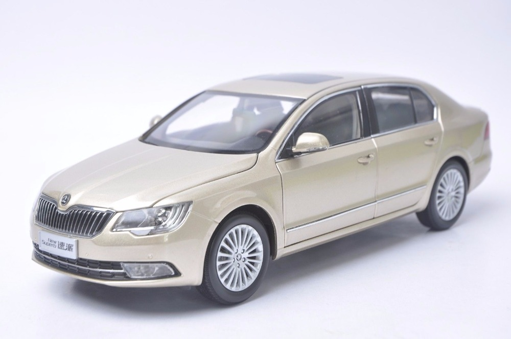 1:18 Diecast Model for Skoda New Superb 2012 Gold Sedan Alloy Toy Car Miniature Collection Gifts (Alloy Toy Car, Diecast Scale Model Car, Collectible Model Car, Miniature Collection Die-cast Toy Vehicles Gifts)