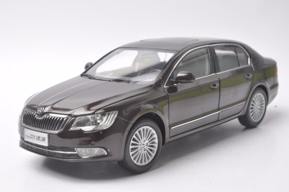 1:18 Diecast Model for Skoda New Superb 2012 Red Sedan Alloy Toy Car Miniature Collection Gifts (Alloy Toy Car, Diecast Scale Model Car, Collectible Model Car, Miniature Collection Die-cast Toy Vehicles Gifts)