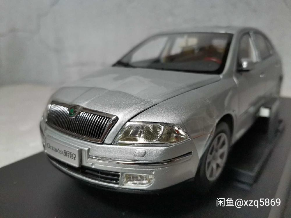 1:18 Diecast Model for Skoda Octavia 2008 Silver Liftback Alloy Toy Car Miniature Collection Gifts VRS