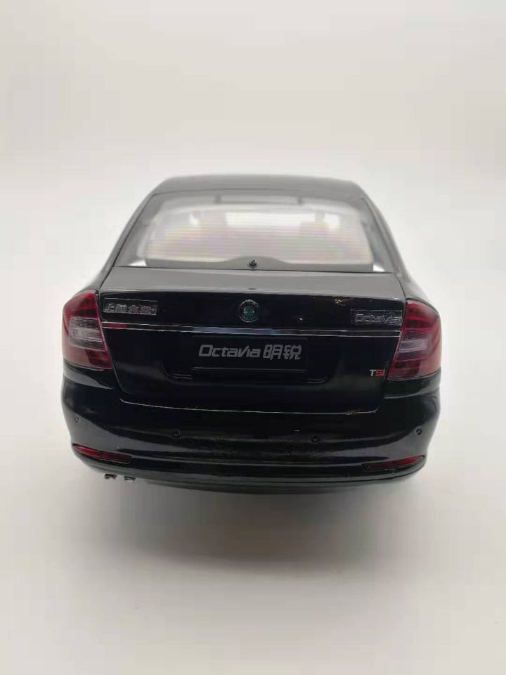 1:18 Diecast Model for Skoda Octavia 2010 Black Liftback Alloy Toy Car Miniature Collection Gifts VRS