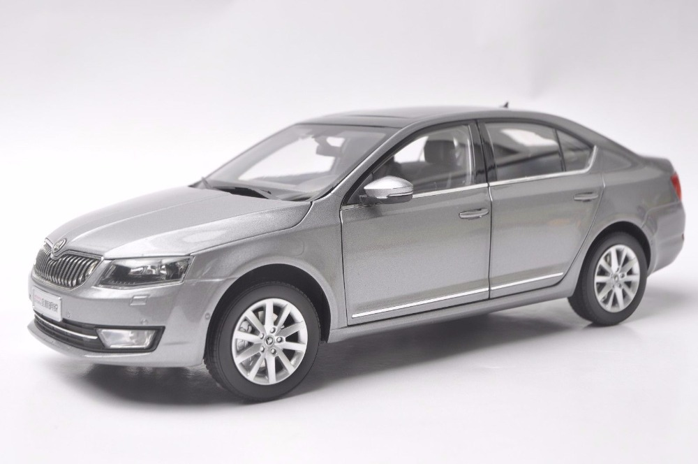 1:18 Diecast Model for Skoda Octavia 2014 Gray Liftback Alloy Toy Car Miniature Collection Gifts (Alloy Toy Car, Diecast Scale Model Car, Collectible Model Car, Miniature Collection Die-cast Toy Vehicles Gifts)