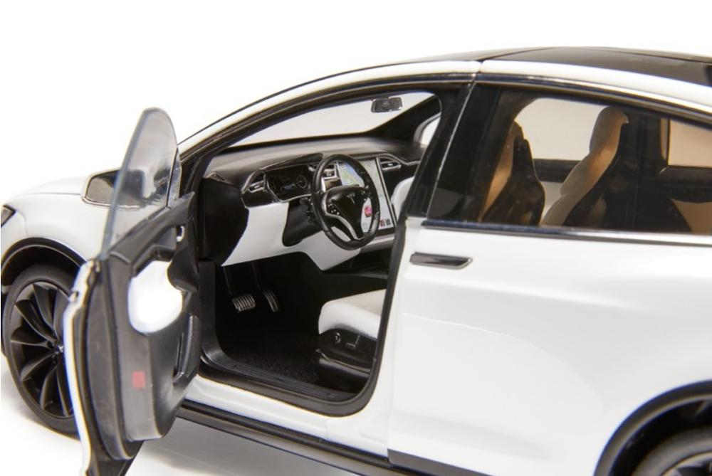 1:18 Diecast Model for Tesla Model X P100D SUV Alloy Toy Car Miniature Collection Gifts Hot Selling