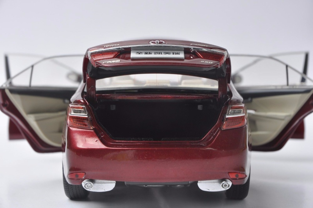 1:18 Diecast Model for Toyota Camry 2015 Red Alloy Toy Car Miniature Collection Gift (Alloy Toy Car, Diecast Scale Model Car, Collectible Model Car, Miniature Collection Die-cast Toy Vehicles Gifts)