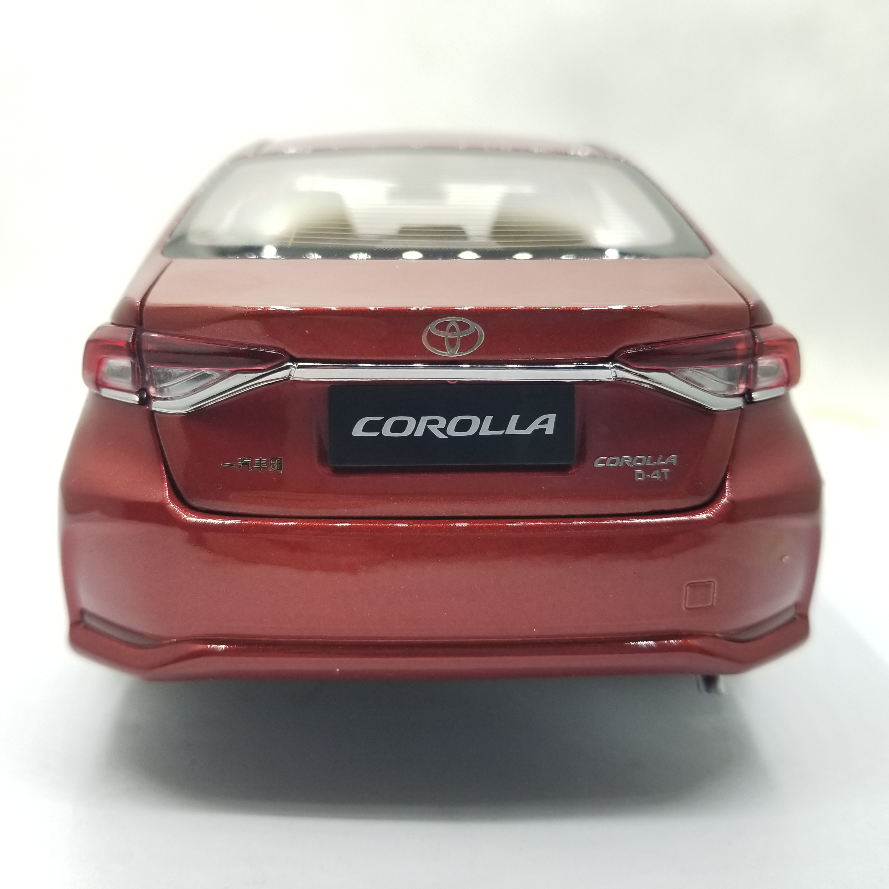 1:18 Diecast Model for Toyota Corolla 2019 Red Sedan Alloy Toy Car Miniature Collection Gifts Hot Selling Altis