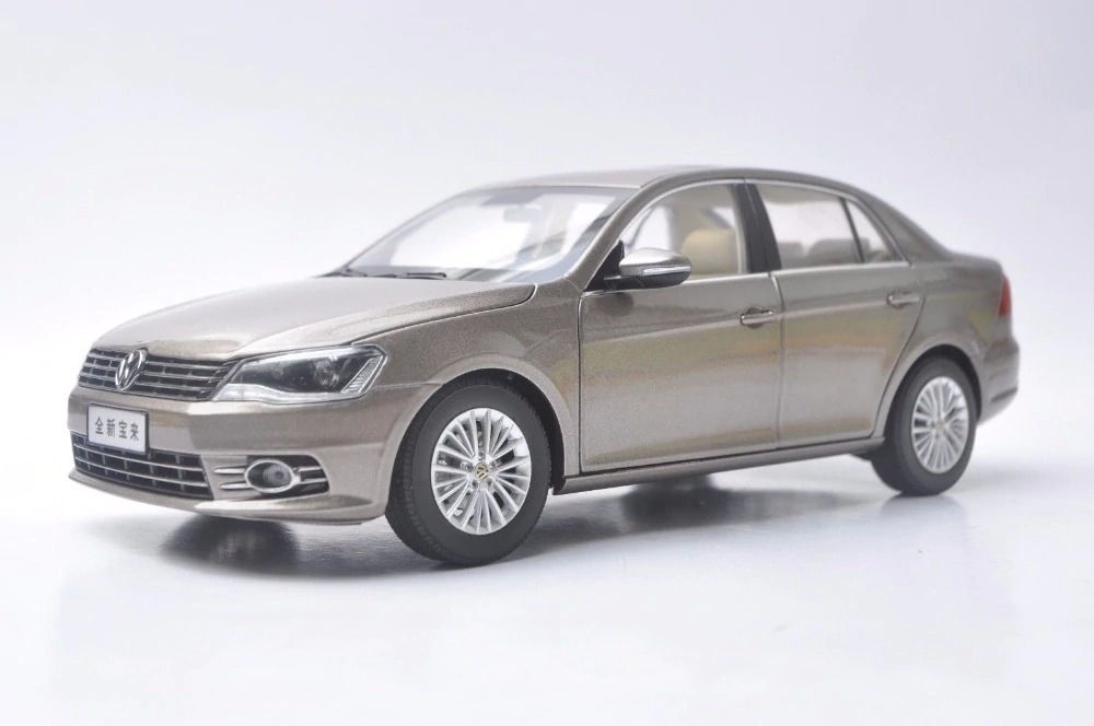 1:18 Diecast Model for Volkswagen VW New Bora 2013 Gold Alloy Toy Car Miniature Collection Gifts Jetta US (Alloy Toy Car, Diecast Scale Model Car, Collectible Model Car, Miniature Collection Die-cast Toy Vehicles Gifts)