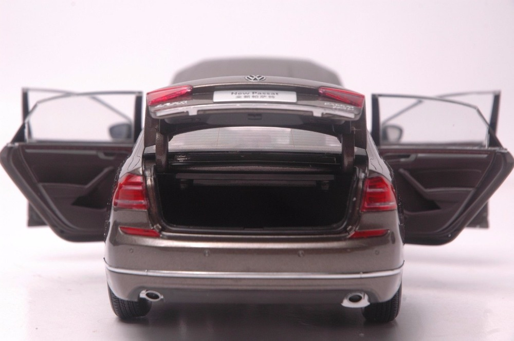 1:18 Diecast Model for Volkswagen VW Passat 2016 Brown Alloy Toy Car Miniature Collection Gifts (Alloy Toy Car, Diecast Scale Model Car, Collectible Model Car, Miniature Collection Die-cast Toy Vehicles Gifts)