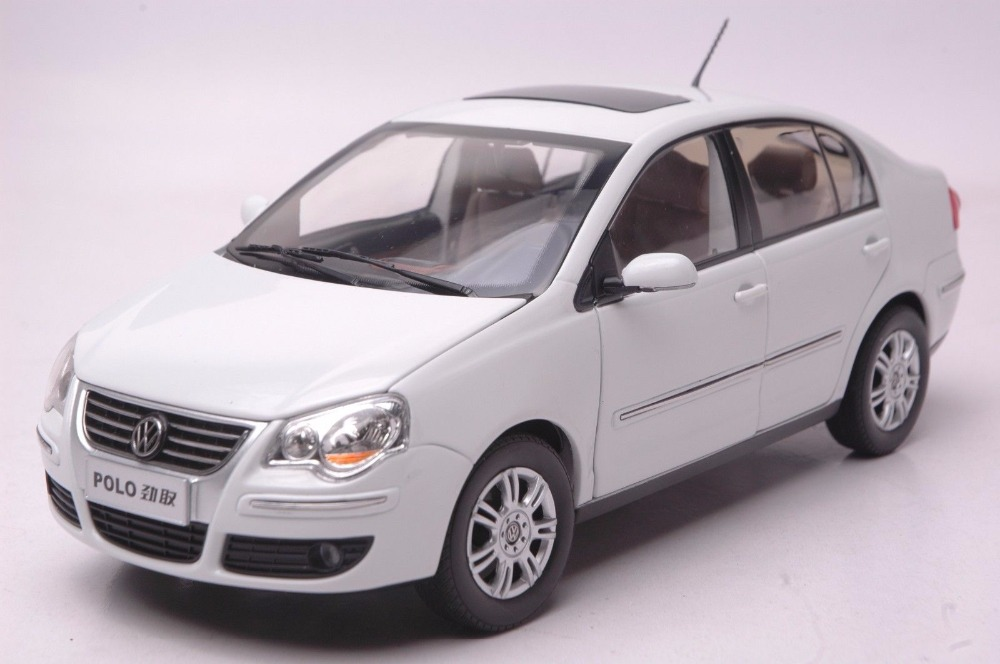 1:18 Diecast Model for Volkswagen VW Polo Jinqu White Sedan Alloy Toy Car Miniature Collection Gifts (Alloy Toy Car, Diecast Scale Model Car, Collectible Model Car, Miniature Collection Die cast Toy Vehicles Gifts)