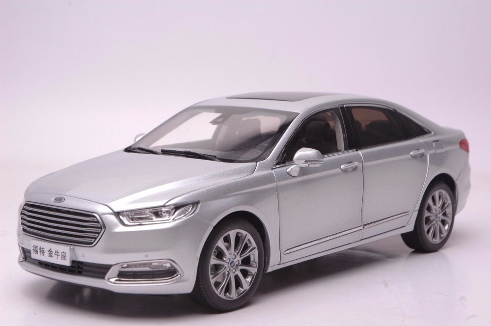 1:18 Diecast Model for Ford Taurus 2015 Silver Alloy Toy Car Miniature Collection Gifts (Alloy Toy Car, Diecast Scale Model Car, Collectible Model Car, Miniature Collection Die-cast Toy Vehicles Gifts)