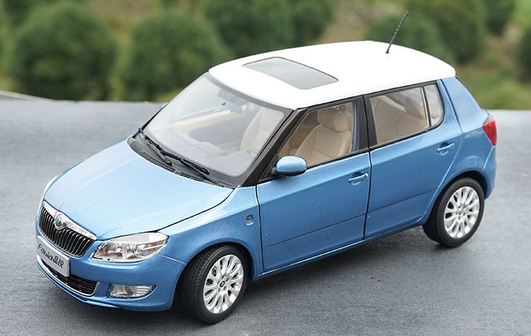 1:18 Diecast Model for Skoda Fabia 2012 Blue SUV Alloy Toy Car Miniature Collection Gifts