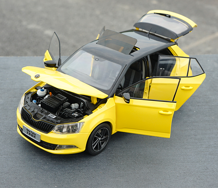1:18 Diecast Model for Skoda Fabia 2015 Yellow SUV Alloy Toy Car Miniature Collection Gifts