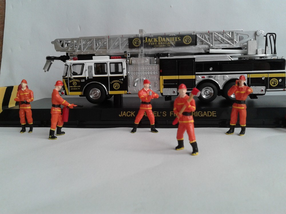1:50 Fire worker figure with blue, (Scale Model Truck, Construction vehicles Scale Model, Alloy Toy Car, Diecast Scale Model Car, Collectible Model Car, Miniature Collection Die cast Toy Vehicles Gifts).