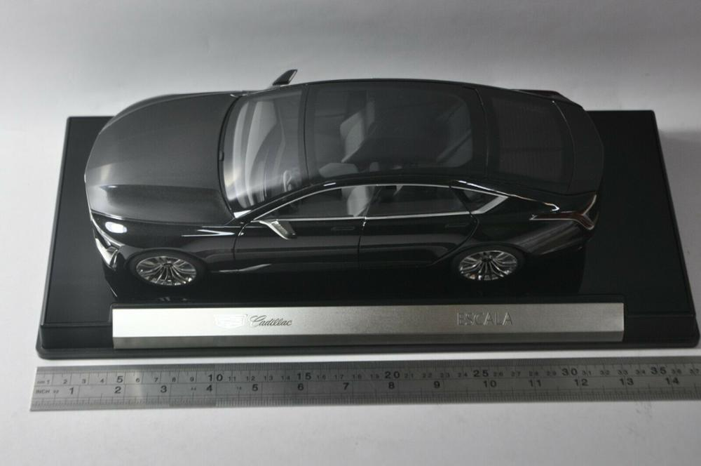 1/18 GM Cadillac ESCALA Gaia 2019 Black Alloy Toy Car, Diecast Scale Model Car, Collectible Model Car, Die cast Toy Vehicles