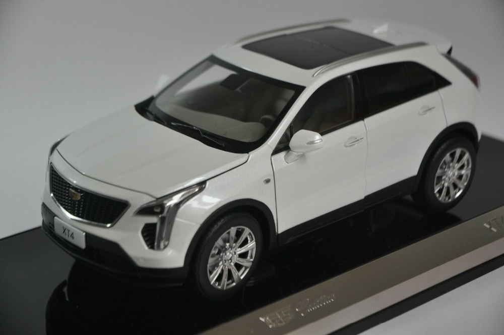 1/18 GM Cadillac XT4 White SUV 2018 Alloy Toy Car, Diecast Scale Model Car, Collectible Model Car, Miniature Collection Die-cast Toy Vehicles Gifts