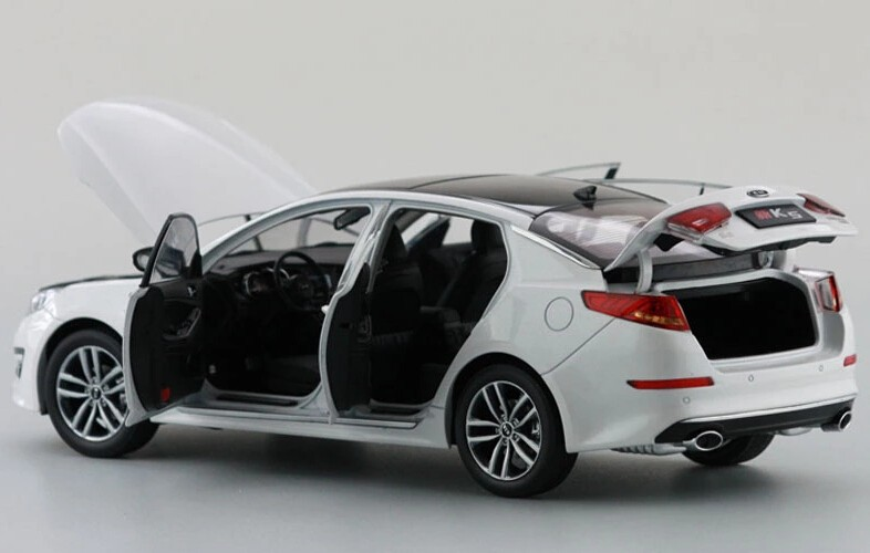 1/18 Kia New K5 Optima 2010 White Alloy Toy Car, Diecast Scale Model Car, Collectible Model Car, Miniature Collection Die-cast Toy Vehicles Gifts