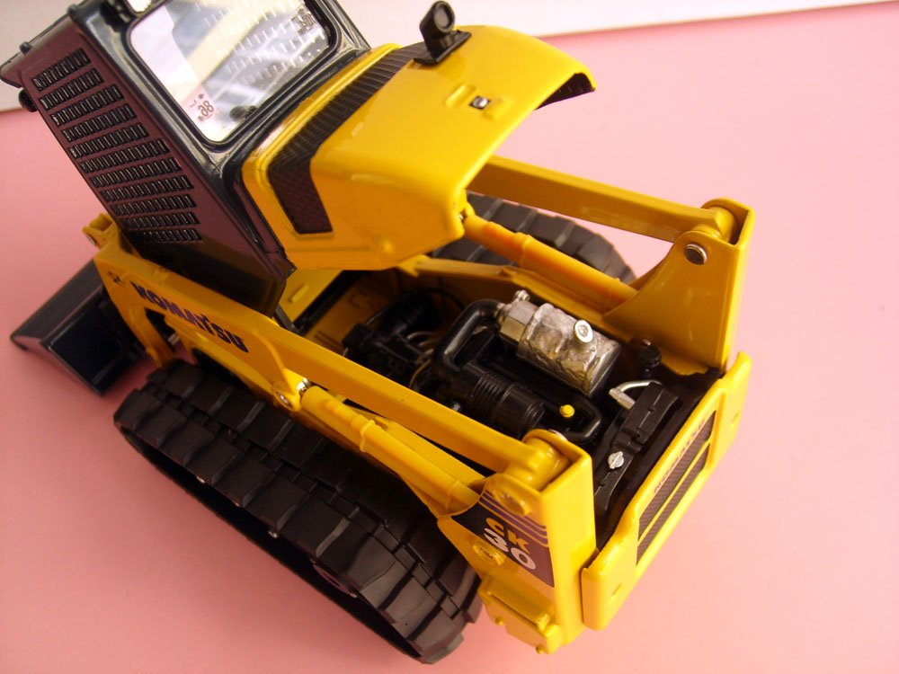 1:25 Komatsu CK30-1 Compact Tracked Loader toy, (Scale Model Truck, Construction vehicles Scale Model, Alloy Toy Car, Diecast Scale Model Car, Collectible Model Car, Miniature Collection Die cast Toy Vehicles Gifts).