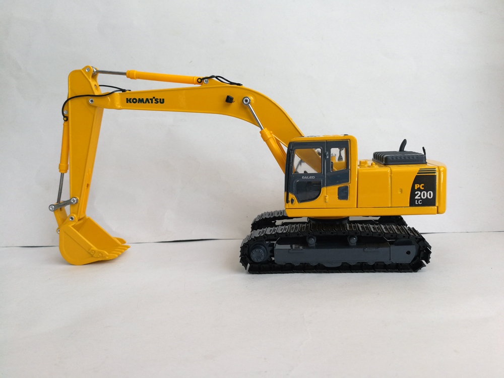 1:43 Komatsu PC200-8 EXCAVATOR toy, (Scale Model Truck, Construction vehicles Scale Model, Alloy Toy Car, Diecast Scale Model Car, Collectible Model Car, Miniature Collection Die cast Toy Vehicles Gifts).
