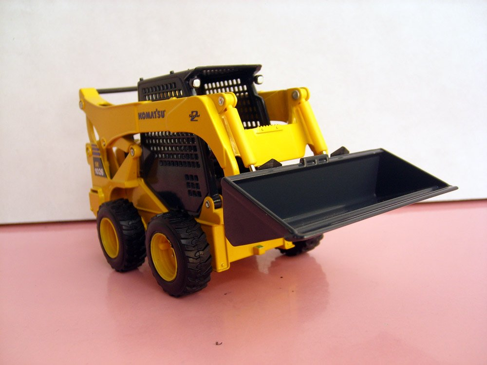 1:25 Komatsu SK1026 Skid Steer Loader toy, (Scale Model Truck, Construction vehicles Scale Model, Alloy Toy Car, Diecast Scale Model Car, Collectible Model Car, Miniature Collection Die cast Toy Vehicles Gifts).