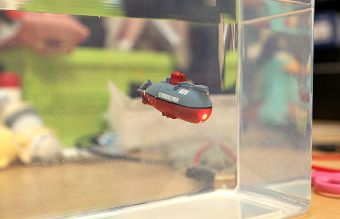 Mini RC Submarine Toy For special occasions gifts, gifts for men, mothers day gifts, christmas decorations