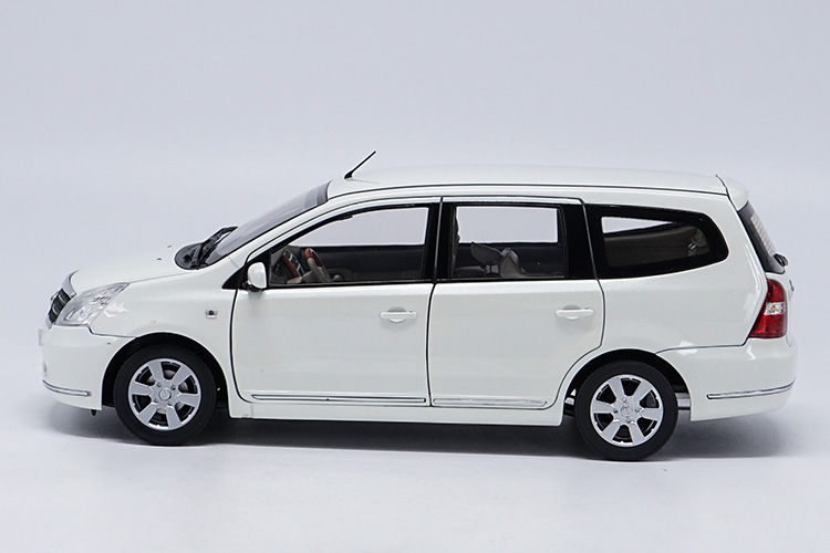 1/18 Nissan GENISS Livina White MPV Alloy Toy Car, Diecast Scale Model Car, Collectible Model Car, Miniature Collection Die-cast Toy Vehicles Gifts
