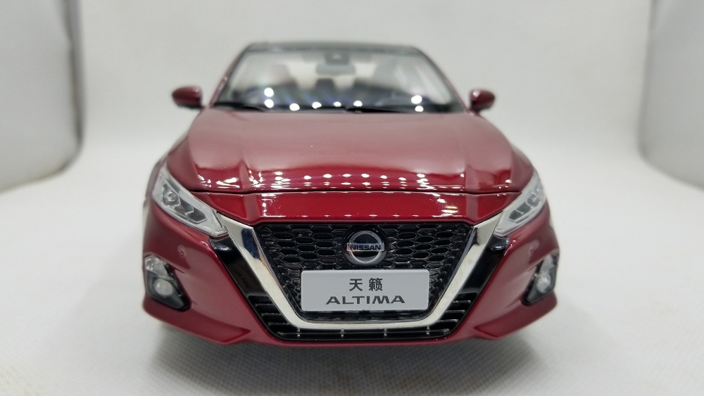 1/18 Nissan Teana Altima 2018 Red Sedan Alloy Toy Car, Diecast Scale Model Car, Collectible Model Car, Miniature Collection Die-cast Toy Vehicles Gifts