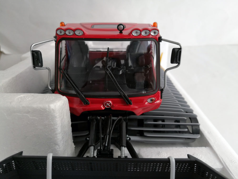1: 32 Pistenbully 400 Snow Groomer, (Scale Model Truck, Construction vehicles Scale Model, Alloy Toy Car, Diecast Scale Model Car, Collectible Model Car, Miniature Collection Die cast Toy Vehicles Gifts).