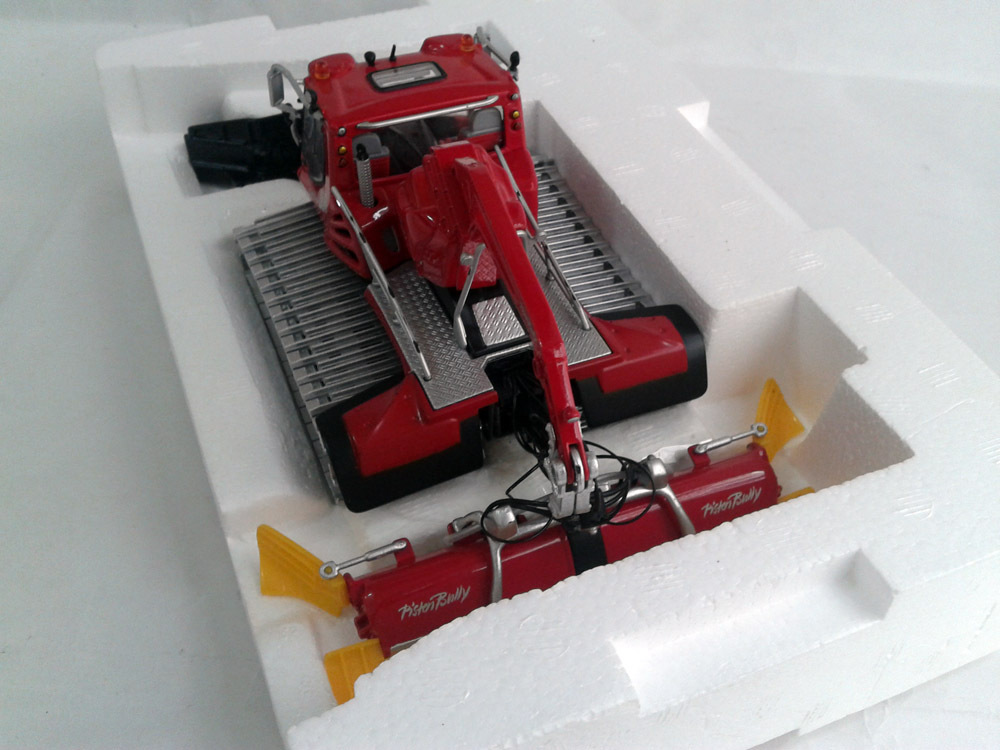 1:43 Pistenbully 600 Snow Cat with Crane by ROS, (Scale Model Truck, Construction vehicles Scale Model, Alloy Toy Car, Diecast Scale Model Car, Collectible Model Car, Miniature Collection Die cast Toy Vehicles Gifts).