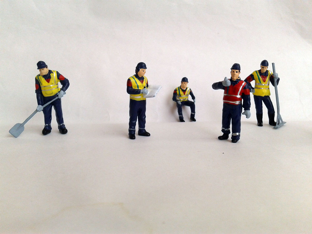 1:50 Road worker figure with color, UH6257 1:32 MASSEY FERGUSON 8250 XTRA Tractor toy, (Scale Model Truck, Construction vehicles Scale Model, Alloy Toy Car, Diecast Scale Model Car, Collectible Model Car, Miniature Collection Die cast Toy Vehicles Gifts).