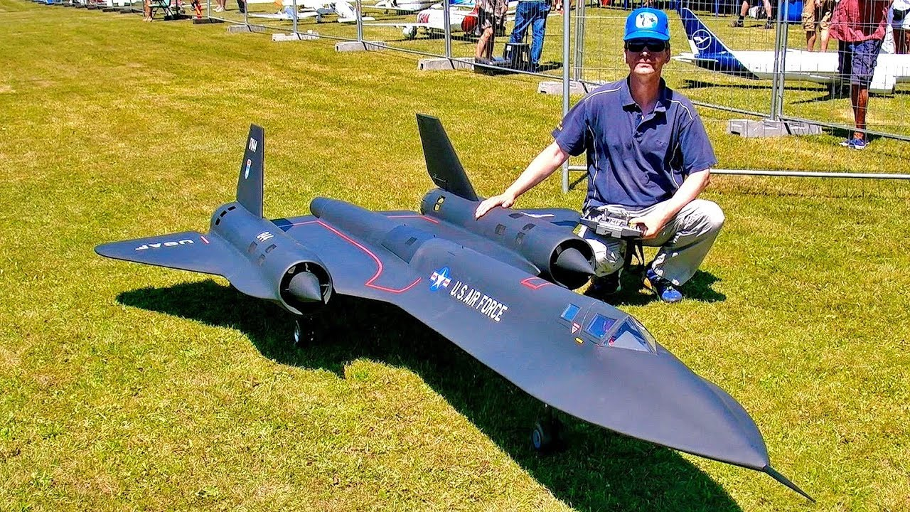 BIG RC VALIANT 30CC SCALE MODEL AIRPLANE FLIGHT DEMONSTRATION / Celle Germany August 2016