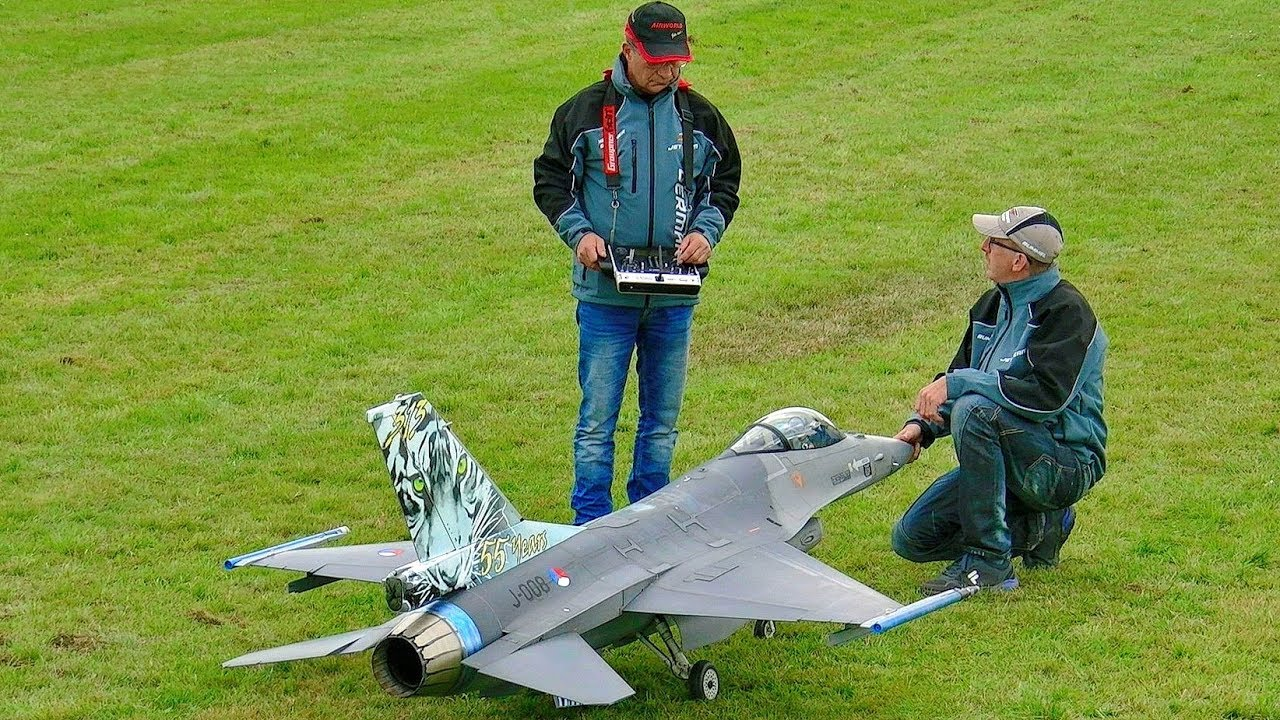 3 X GIGANTIC RC SCALE 1:6 MODEL TANDEM HELICOPTER FLIGHT DEMONSTRATION / P?ting Turbinemeeting 2016