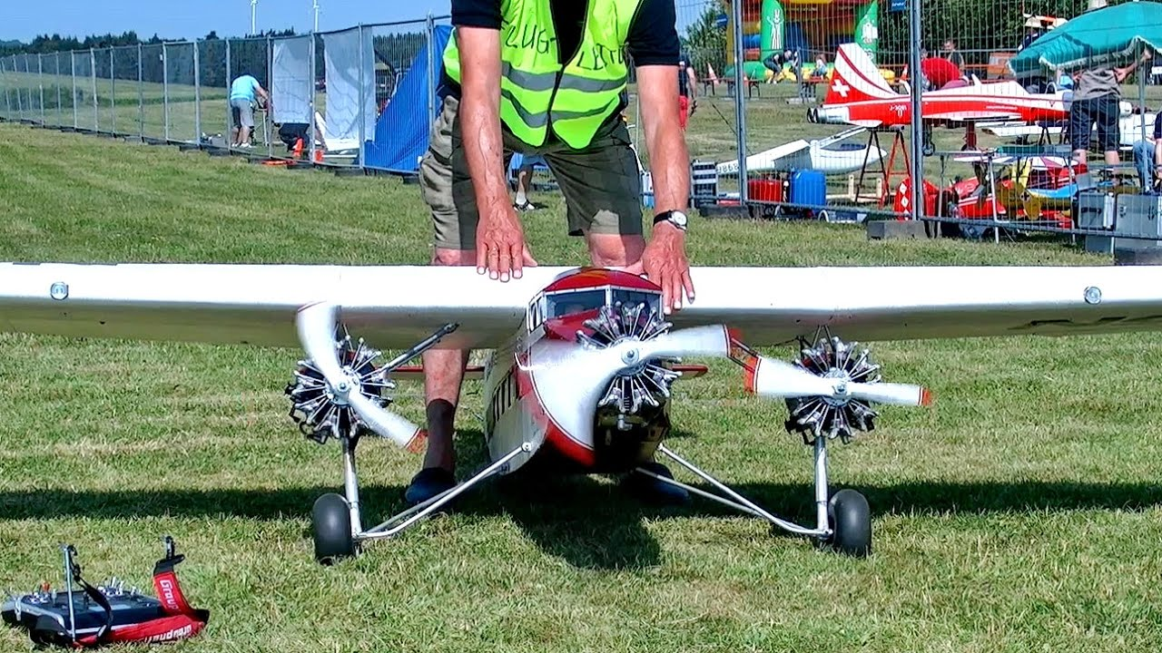 BLADE 360 CFX INDOOR 3D ACTION WITH THE RC MODEL HELICOPTER THATS?S FUN / Faszination Modellbau 2015