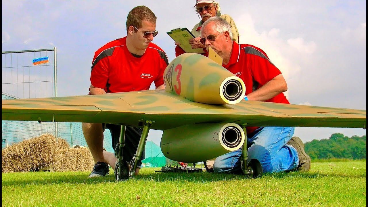 2 X BIG RC HAVARD AT-6 SCALE MODEL AIRPLANE WARBIRD SYNCRO FLIGHT TO MUSIC AND LOW PASS