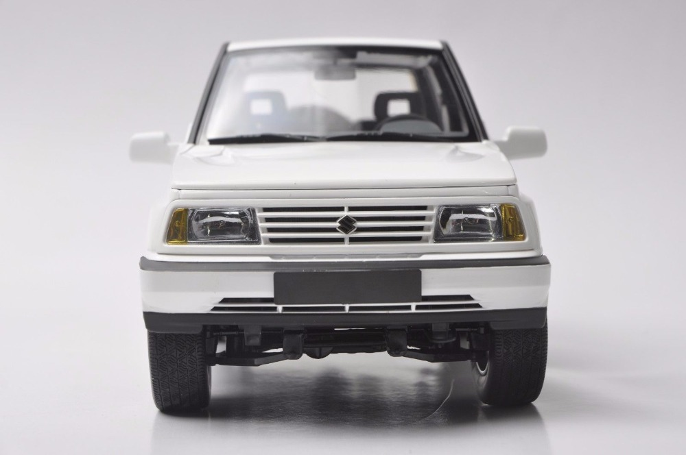 1/18 Suzuki Vitara Escudo 1989 Gran White Alloy Toy Car, Diecast Scale Model Car, Collectible Model Car, Miniature Collection Die-cast Toy Vehicles Gifts