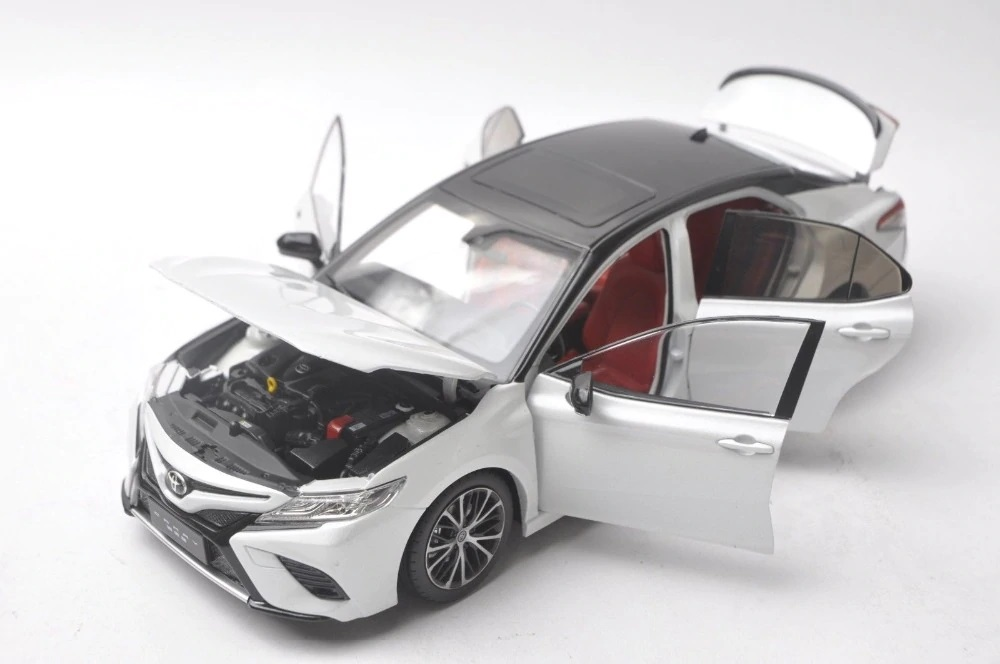 1/18 Toyota Camry Sport 2018 8th Generation XV70 White Alloy Toy Car, Diecast Scale Model Car, Collectible Model Car, Miniature Collection Die-cast Toy Vehicles Gifts