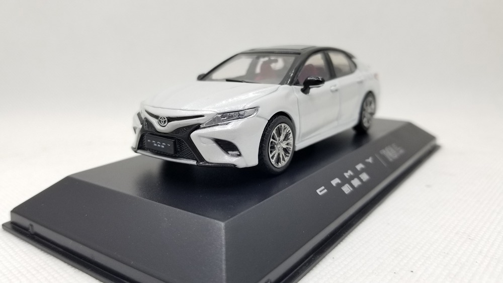 1/43 Toyota Camry Sport 2018 White 8th Generation Sedan Alloy Toy Car, Diecast Scale Model Car, Collectible Model Car, Miniature Collection Die-cast Toy Vehicles Gifts