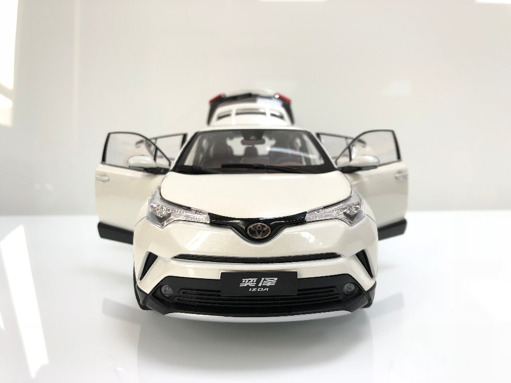 1/18 Toyota IZOA C-HR 2017 CHR C HR White Alloy Toy Car, Diecast Scale Model Car, Collectible Model Car, Miniature Collection Die-cast Toy Vehicles Gifts