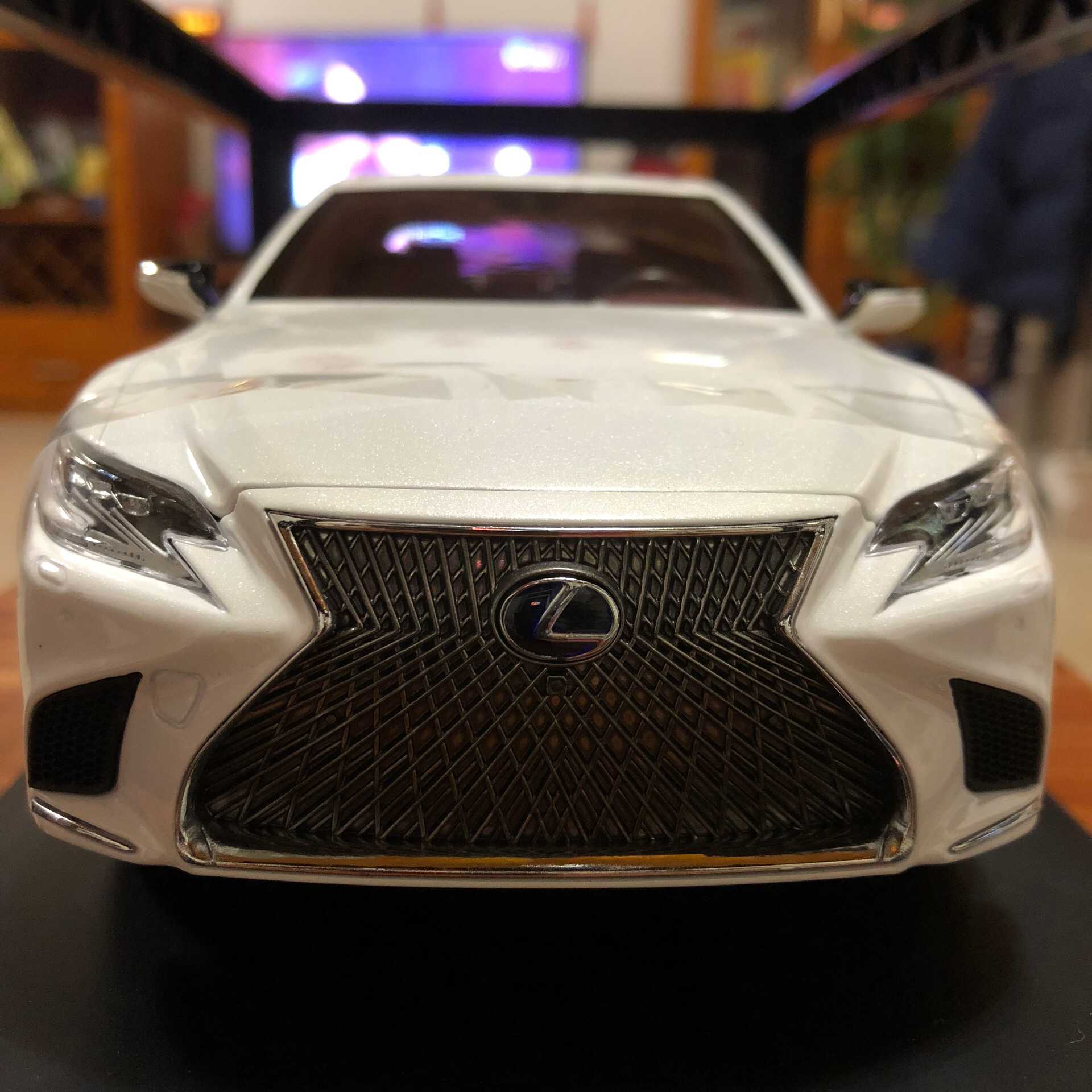 1/18 Toyota Lexus LS500h 2018 Ls 500 LS500 LC500 Alloy Toy Car, Diecast Scale Model Car, Collectible Model Car, Miniature Collection Die-cast Toy Vehicles Gifts