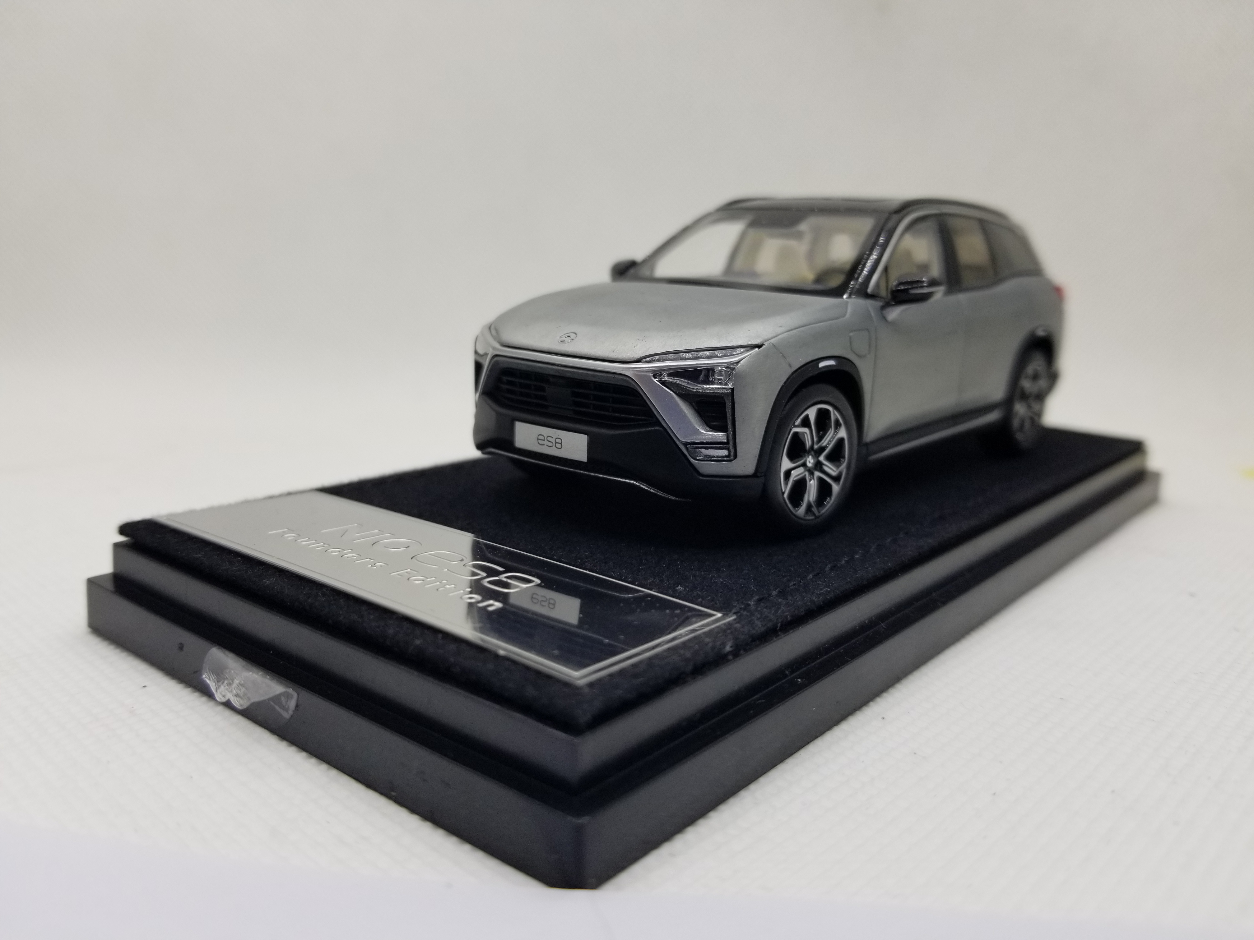 1/43 Weilai NIO ES8 2018 Gray Founder Edition SUV Electric Sport Car Alloy Toy Car, Diecast Scale Model Car, Collectible Model Car, Miniature Collection Die-cast Toy Vehicles Gifts
