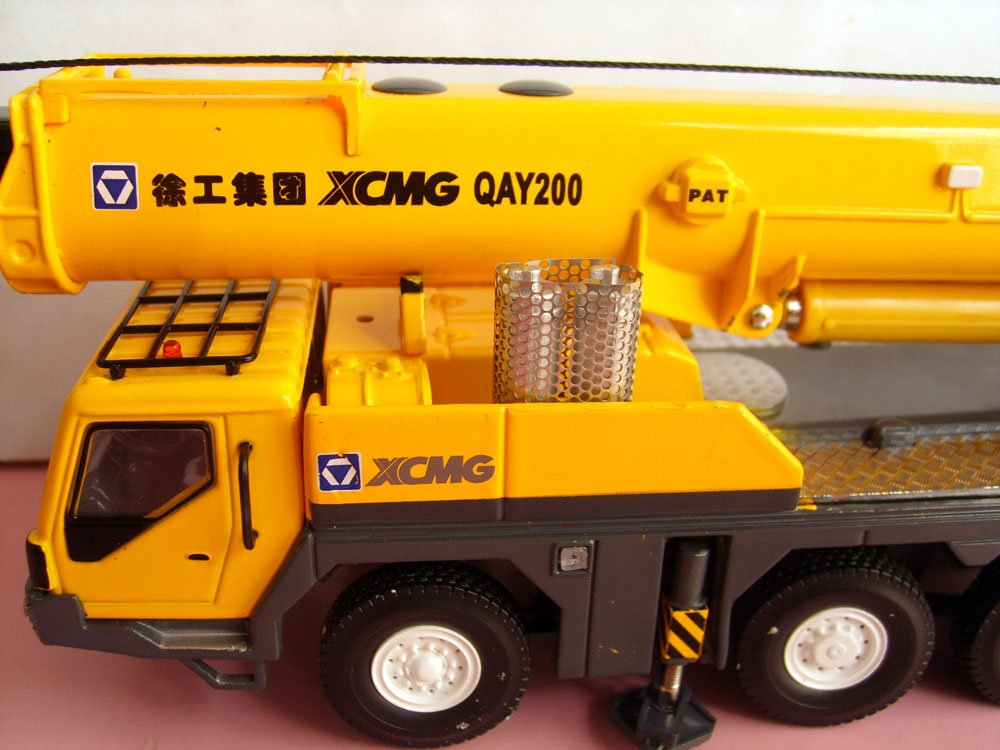 1:50 XCMG QAY200 Truck Crane toy, (Scale Model Truck, Construction vehicles Scale Model, Alloy Toy Car, Diecast Scale Model Car, Collectible Model Car, Miniature Collection Die cast Toy Vehicles Gifts).