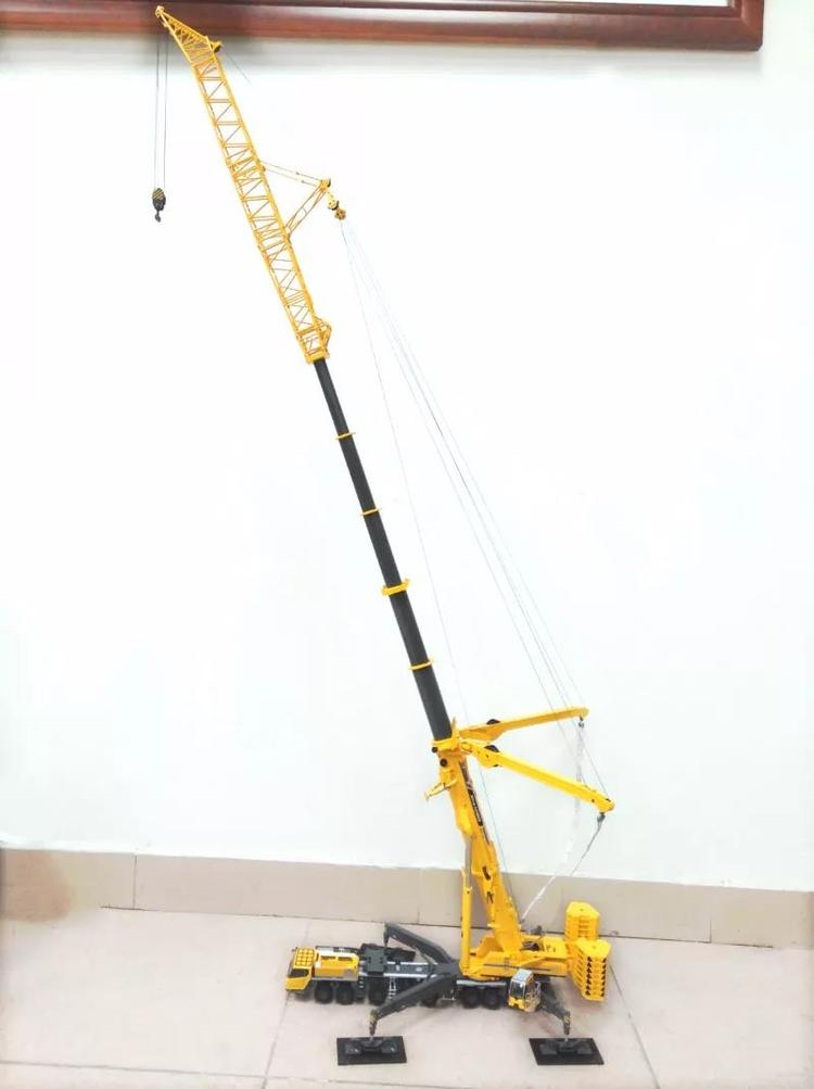 1:50 XCMG XCA1200 All Terrain Mobile Crane toy, (Scale Model Truck, Construction vehicles Scale Model, Alloy Toy Car, Diecast Scale Model Car, Collectible Model Car, Miniature Collection Die cast Toy Vehicles Gifts).