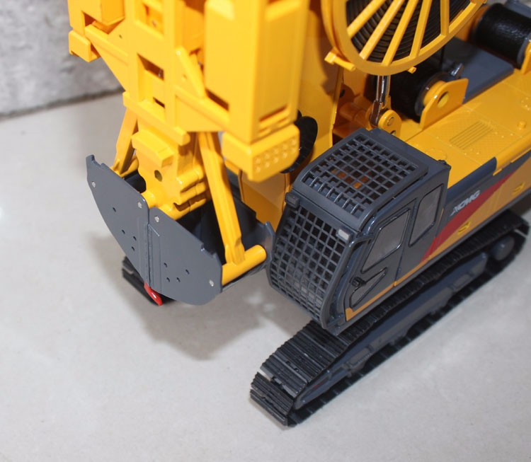 1:35 XCMG XG450D Underground Diaphragm Wall Hydraulic Grab toy, (Scale Model Truck, Construction vehicles Scale Model, Alloy Toy Car, Diecast Scale Model Car, Collectible Model Car, Miniature Collection Die-cast Toy Vehicles Gifts).