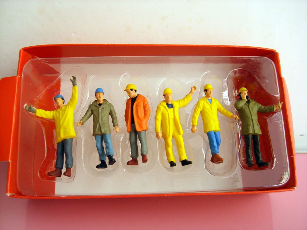 1:50 construction worker figure with cap, (Scale Model Truck, Construction vehicles Scale Model, Alloy Toy Car, Diecast Scale Model Car, Collectible Model Car, Miniature Collection Die cast Toy Vehicles Gifts).