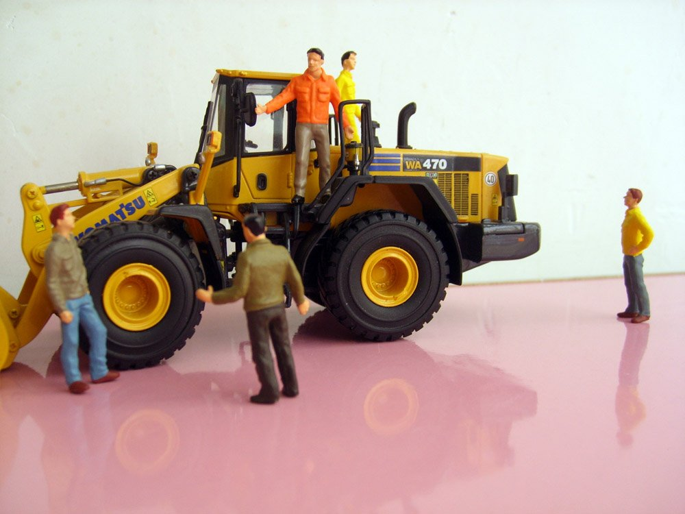 1:50 construction worker figure with color, (Scale Model Truck, Construction vehicles Scale Model, Alloy Toy Car, Diecast Scale Model Car, Collectible Model Car, Miniature Collection Die cast Toy Vehicles Gifts).