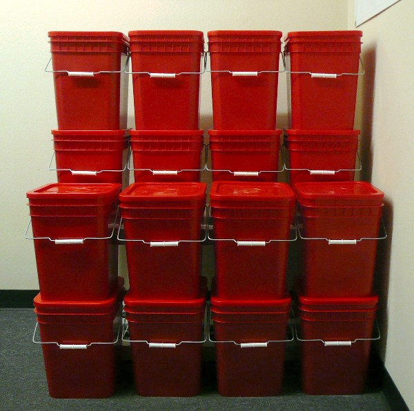 4 gallon pails are stackable