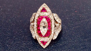 Ashlee�s amazing diamond & ruby ring from Evan Ross