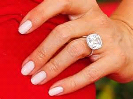 Sofia's fabulous halo ring from beau Joe Manganiello