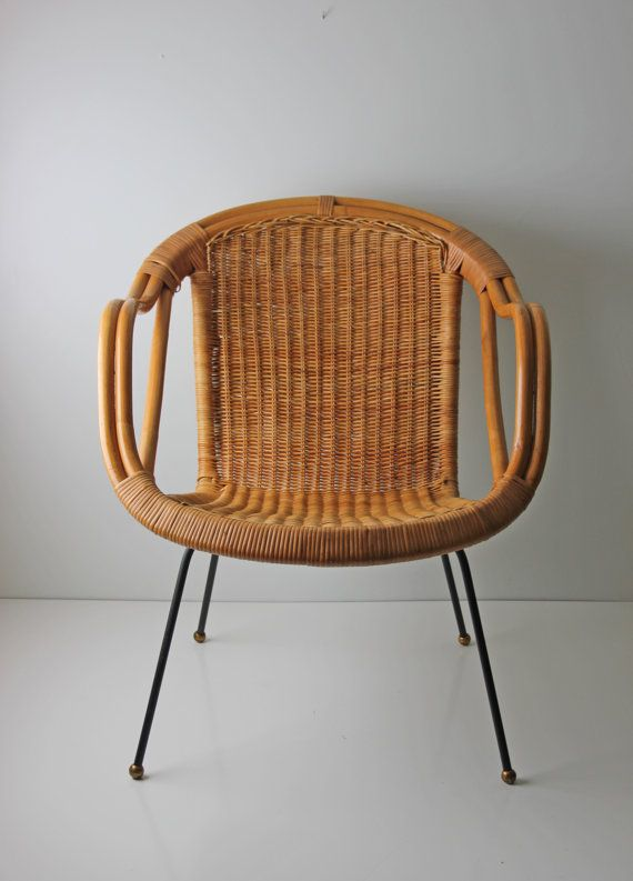 The Womb Chair Was Set To Be Basket Shaped